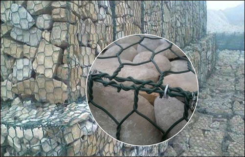 UV resisting plastified wire gabions
